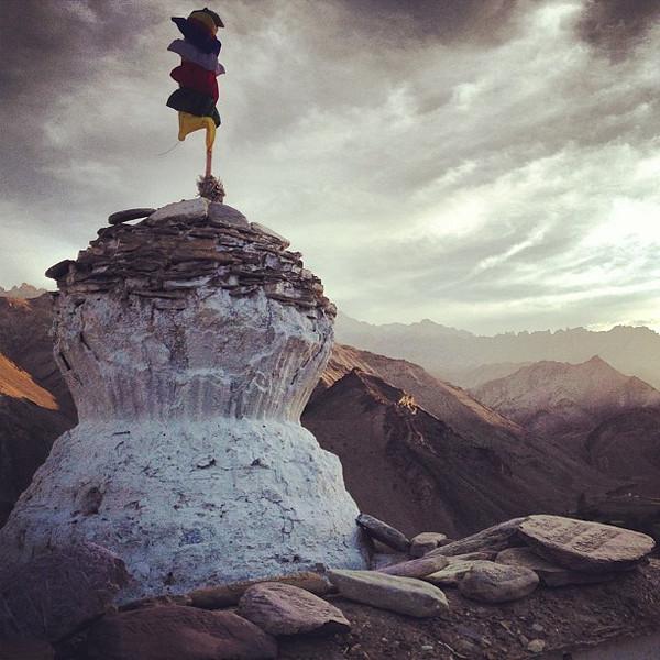 Chorten, mountains, mani. Late PM after the Buddhist teach-in. At the edge of Lamayuru monastery. #Ladakh