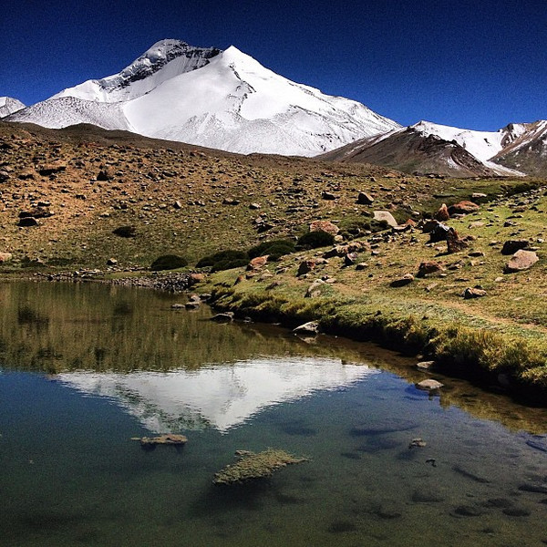 Unbeatable lunch spot. Kang Yatze peak mirrored in Golden Eagle Lake. Day 5, Markha Valley trek #Ladakh