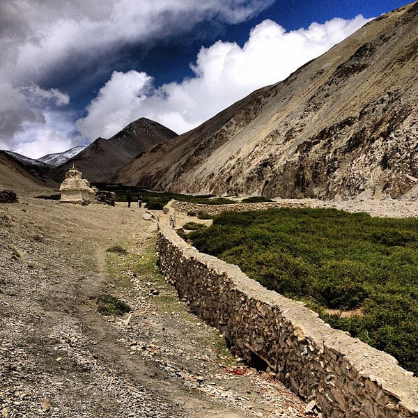 Layers and walls, and Buddhist calls. Skies begin to clear, afternoon Day 2 Markha Valley trek #Ladakh
