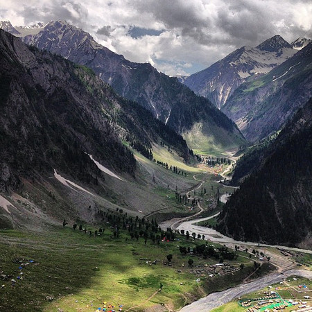 Kashmir to Ladakh roadtrip teaser. Bus got stuck in a traffic jam overlooking this jaw-dropper.