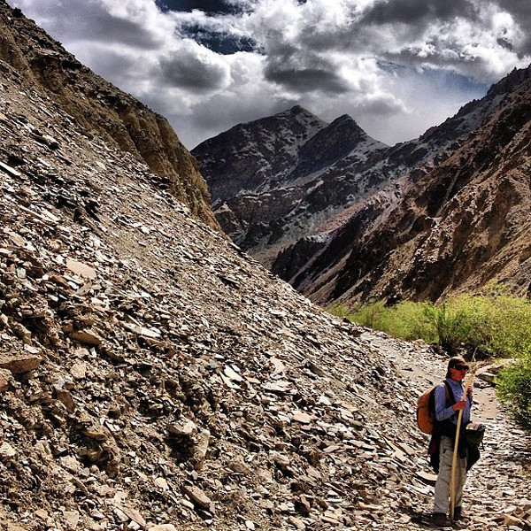 Monster descent (1700m / 5500 ft) = walking sticks essential. #skyporn of the Markha Valley trek