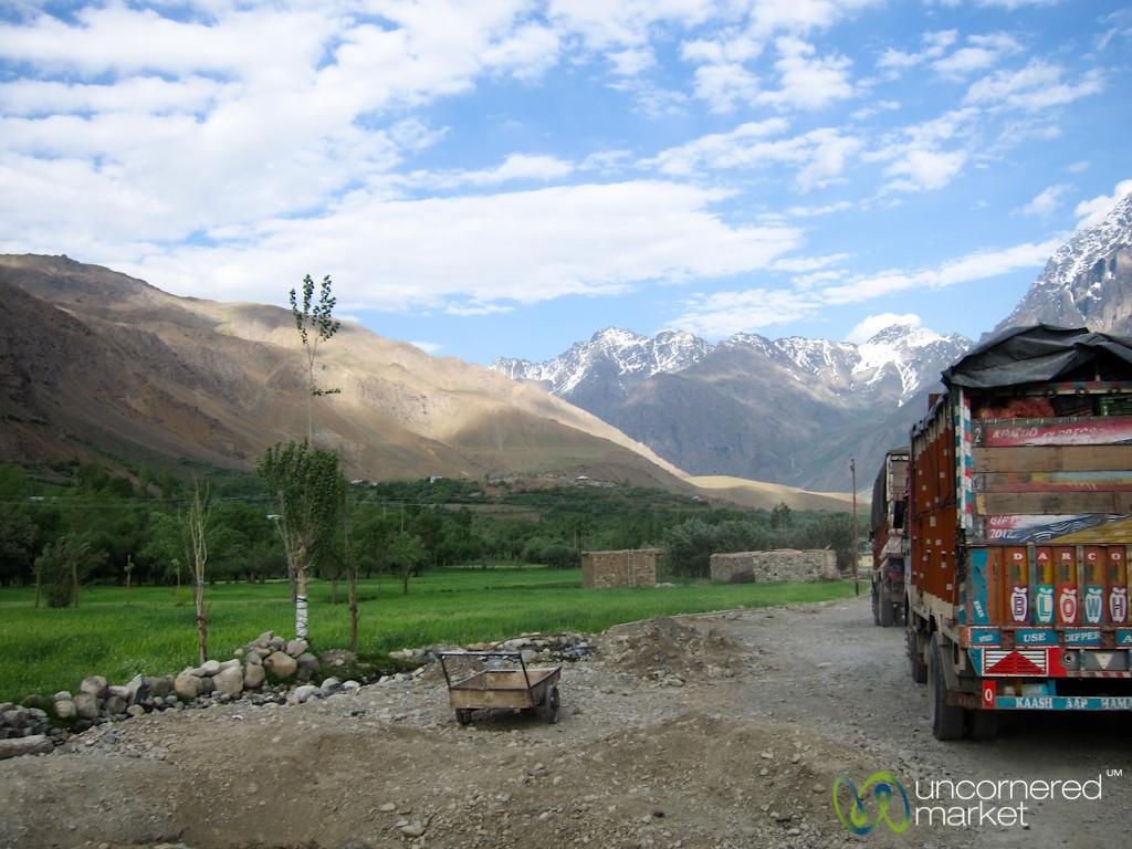 Truck Stop, Kashmir Mountains - Srinagar to Leh, India