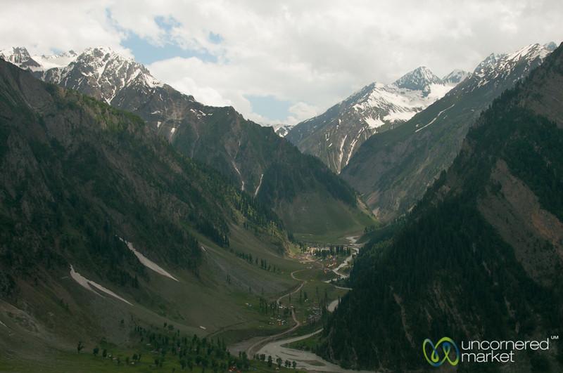 Kashmir Mountains, Srinagar to Leh Bus Trip - India