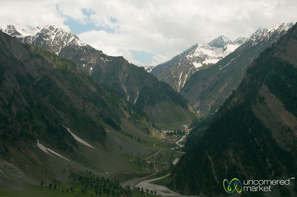 Kashmir Mountains, Srinagar to Leh Bus Trip - India