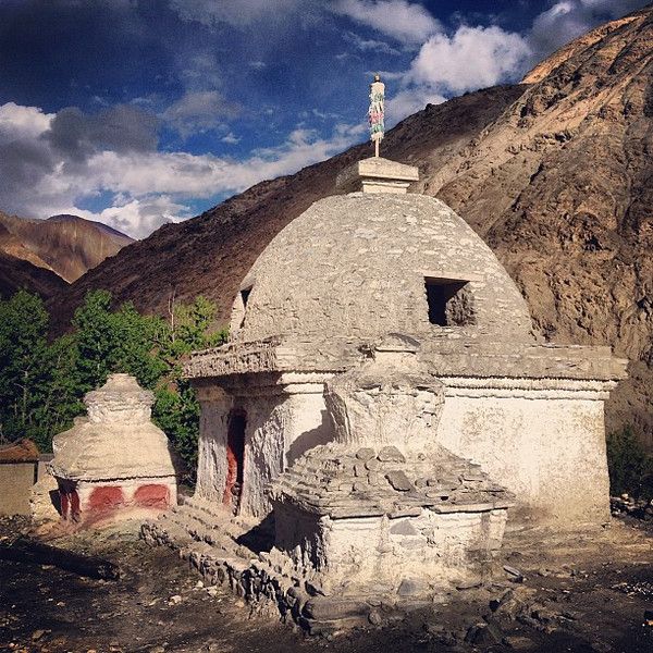 Late afternoon, skies began to clear and the villages found their color again. Skiu, Markha Valley #Ladakh