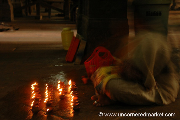 Madurai, India: Hindu Prayer in Motion