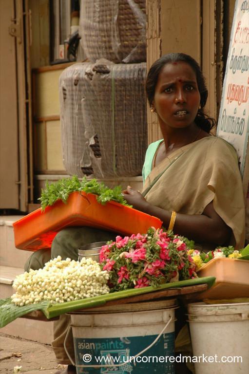 Madurai, India: Temple Flower Vendor