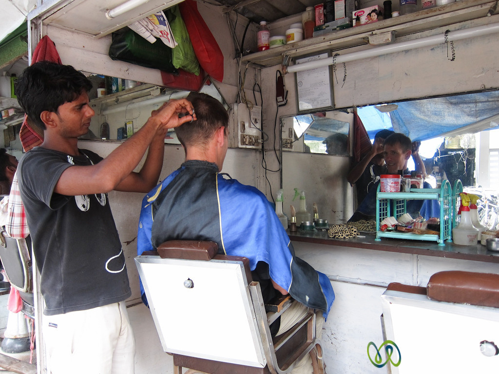 Dan Goes to a Street Barber in Mumbai, India