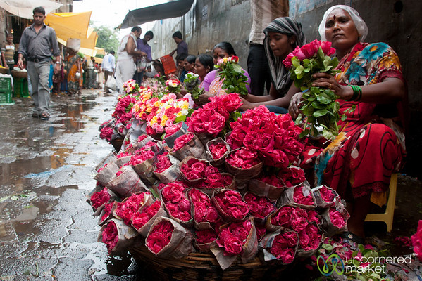 Dadar Flower Market, Vendors with Roses - Mumbai, India