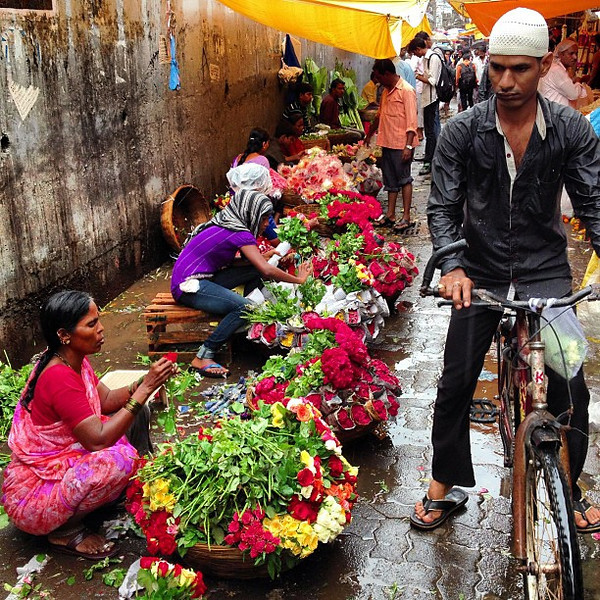 Dadar Flower Market glistens with the start of monsoon. This is #Mumbai
