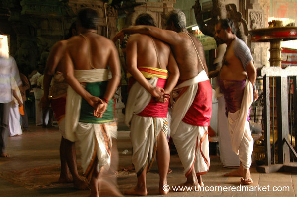 Madurai, India: Devotees
