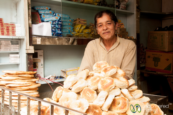 Kashmiri Bagels (Taelwor) and Vendor in Srinagar, India