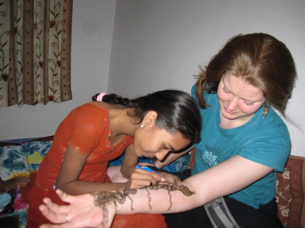 learning henna in Pushkar