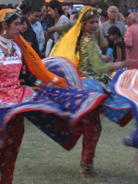 holi dancers swirling
