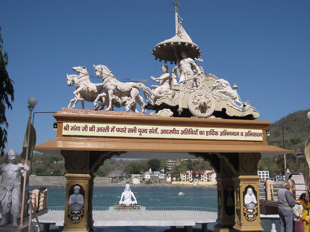 rishikesh river shiva statue