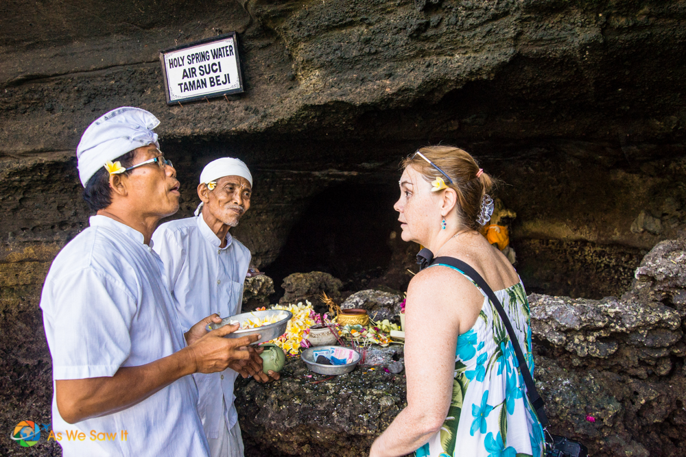 Meeting a Hindu Priest, one of the cultural differences I encountered in Bali