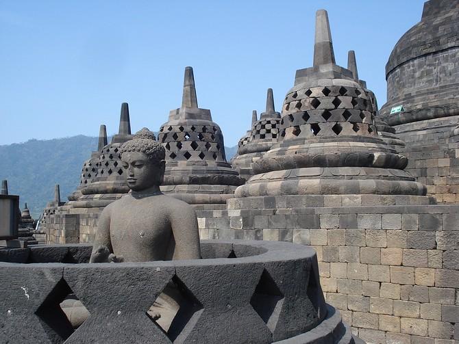 Exposed Buddha in Lattice Dagob