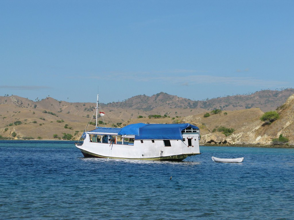 lombok to flores by boat