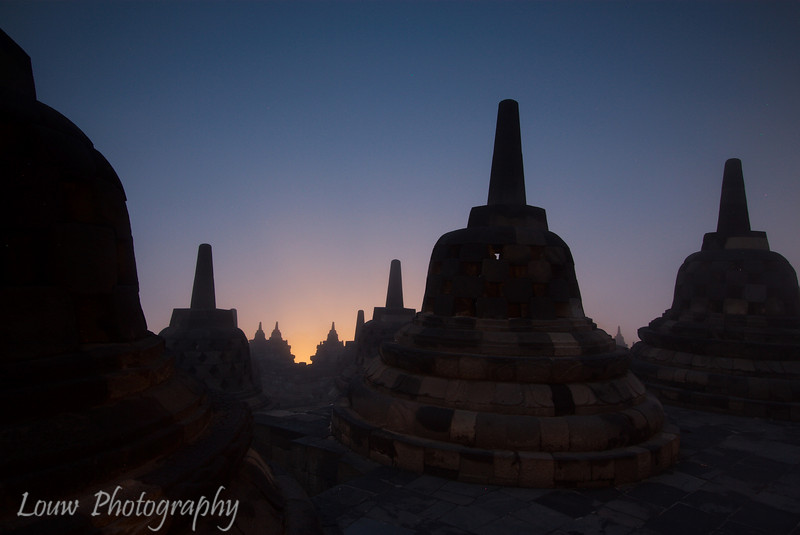"Sunrise at Candi <a target=""NEWWIN"" href=""http://en.wikipedia.org/wiki/Borobudur"">Borobodur</a>, Central Java, Indonesia"