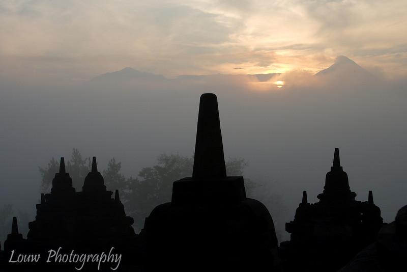 "Sunrise at Candi <a target=""NEWWIN"" href=""http://en.wikipedia.org/wiki/Borobudur"">Borobodur</a>, Central Java, Indonesia"