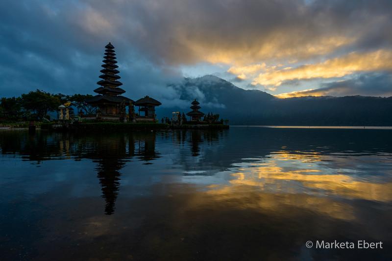 Sunrise at Ulun Danu Temple
