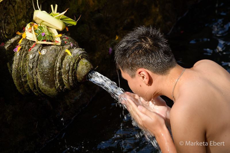 Balinese man prays at the holy spring water temple, Tirta Empul