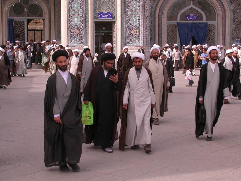 Ir 4034 Qom, Fatima moskee
