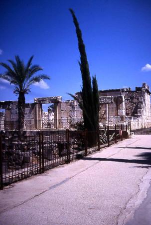 Klarer du gjette hvor dette er? Israel har et uttal utgravninger og ruiner fra olden tid, men som hører til hvor er ikke alltid like lett å si. Også denne gang er det enten Ceasarea ved havet eller Kapernaum vi kikker på. (Foto: Geir)