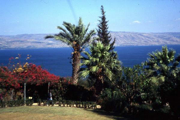 Ingen ting i veien med utsikten over Genesarretsjøen, elle Galilea-sjøen, med Syria i bakgrunnen. En aner hvor lite dette landet faktisk er. (Foto: Geir)
