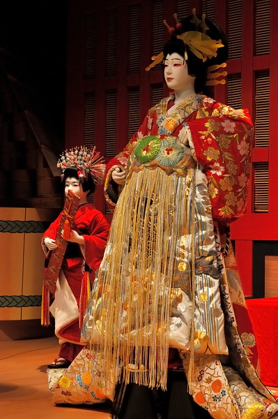 Kabuki figures in traditional costume