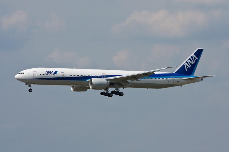 JA786A Boeing 777-381ER c/n 37948 Frankfurt/EDDF/FRA 01-07-10