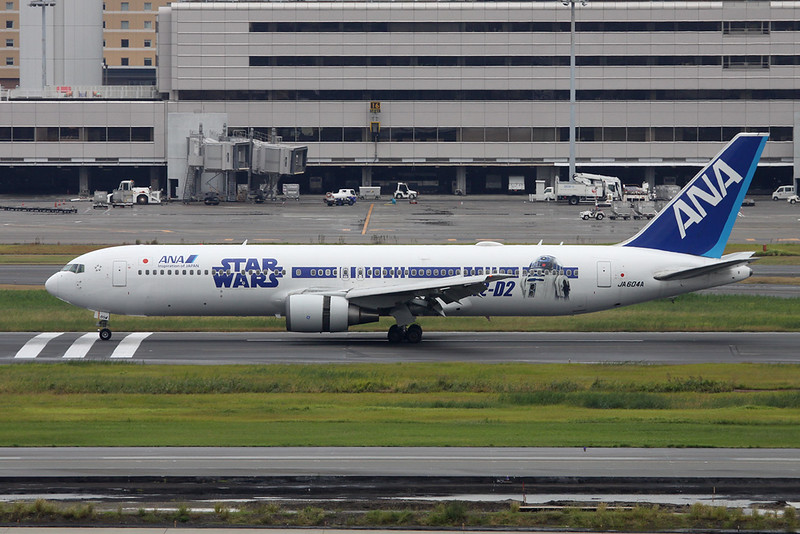 "JA604A Boeing 767-381ER c/n 32973 Tokyo-Haneda/RJTT/HND 20-10-17 ""Star Wars R2-D2"""