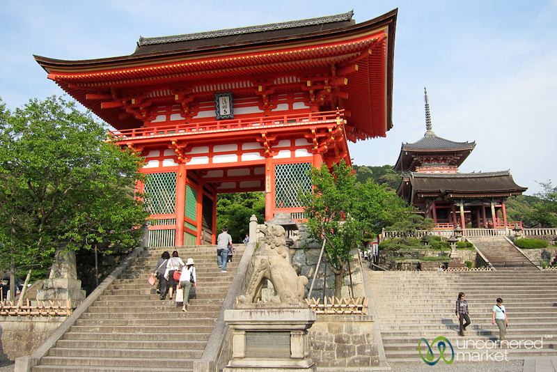 Kiyomizudera Niomon in Kyoto, Japan