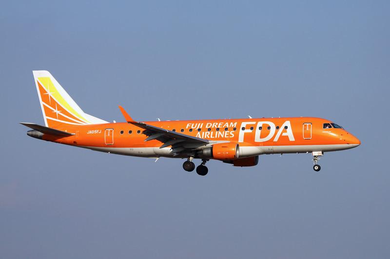 JA05FJ Embraer Emb-175-300LR c/n 17000317 Fukuoka/RJFF/FUK 11-01-14