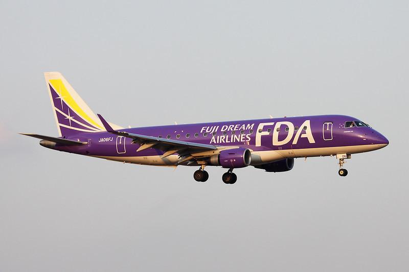 JA06FJ Embraer Emb-175-200LR c/n 17000332 Fukuoka/RJFF/FUK 11-01-14