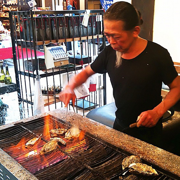 Grilled oysters (perfect with a dry sake) - Miyajima, Japan #dna2japan #gadv