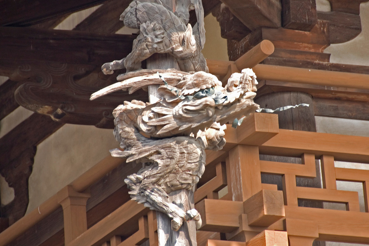Dragon statue on Horjuyi temple in Japan