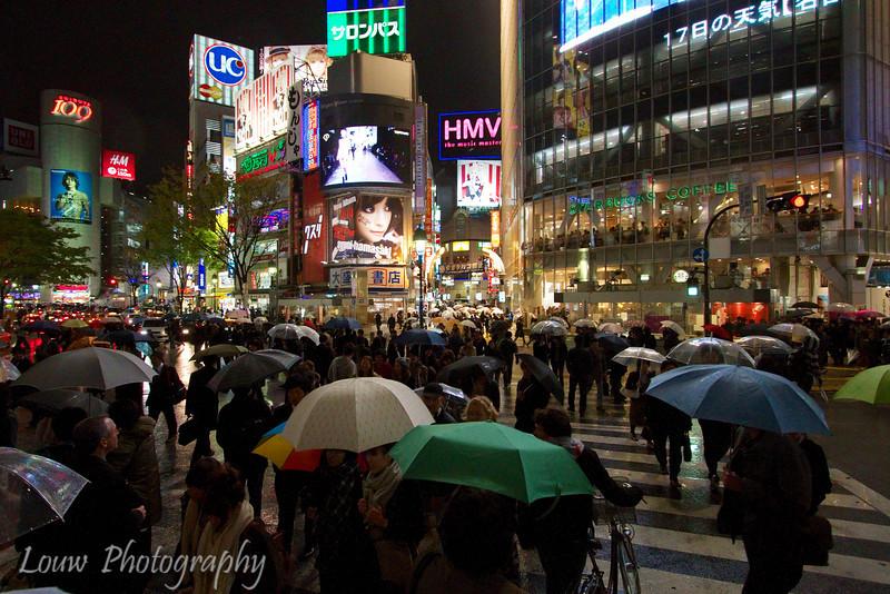 "<a target=""NEWWIN"" href=""http://en.wikipedia.org/wiki/Shibuya,_Tokyo"">Shibuya</a> Crossing on a rainy night, Toyko, Japan"