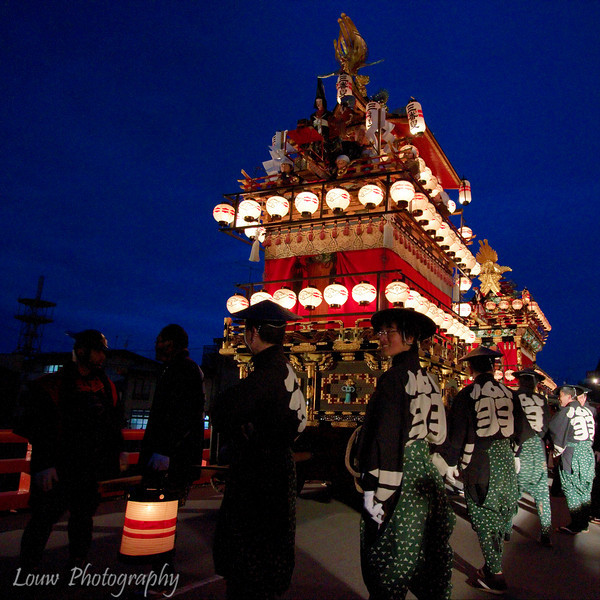 """Float lit up at dusk for the <a target=""""NEWWIN"""" href=""""http://en.wikipedia.org/wiki/Takayama_Festival"""">Takayama Festival</a>, <a target=""""NEWWIN"""" href=""""http://en.wikipedia.org/wiki/Takayama,_Gifu"""">Takayama</a>, Japan"""