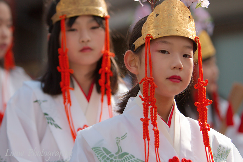 "Young girls in the <a target=""NEWWIN"" href=""http://en.wikipedia.org/wiki/Takayama_Festival"">Takayama Festival</a> procession, <a target=""NEWWIN"" href=""http://en.wikipedia.org/wiki/Takayama,_Gifu"">Takayama</a>, Japan"