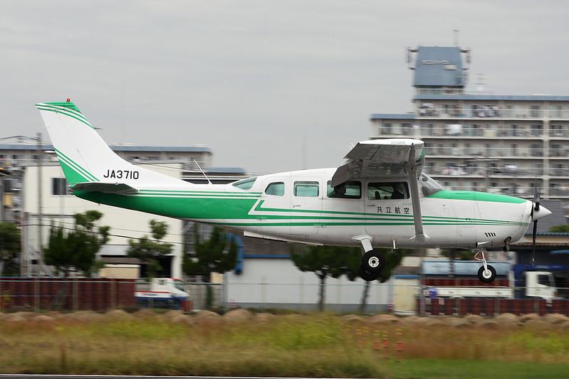 JA3710 Cessna T.207 c/n 207-00242 Yao/RJOY 24-10-17