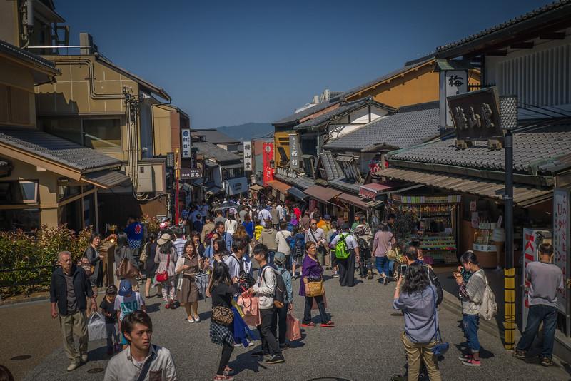 Getting into Kiyomizu-dera in the Ninen-zaka and Sannen-zaka Preserved Districts