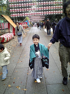 Nov 2009, Shirai-san and his 5 year old son in Tokyo Shichi-Go-San season, Meiji Shrine, in close to Harajuku Station, Shibuya