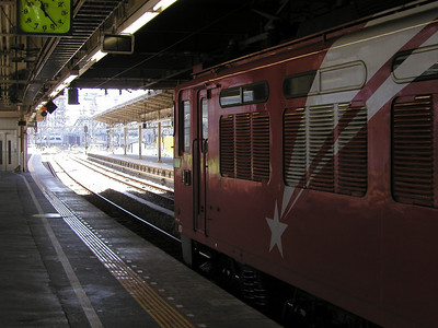 1950s JR Rail Electric Locomotive EF8198 at Tokyo Shinagawa Station - Aug 2002 Shinkansen