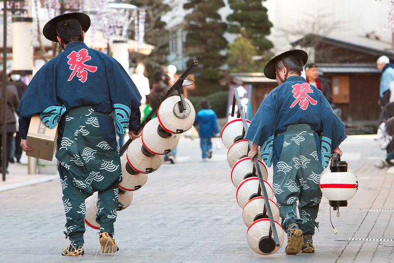 "Men carrying lanterns, <a target=""NEWWIN"" href=""http://en.wikipedia.org/wiki/Takayama,_Gifu"">Takayama</a>, Japan"