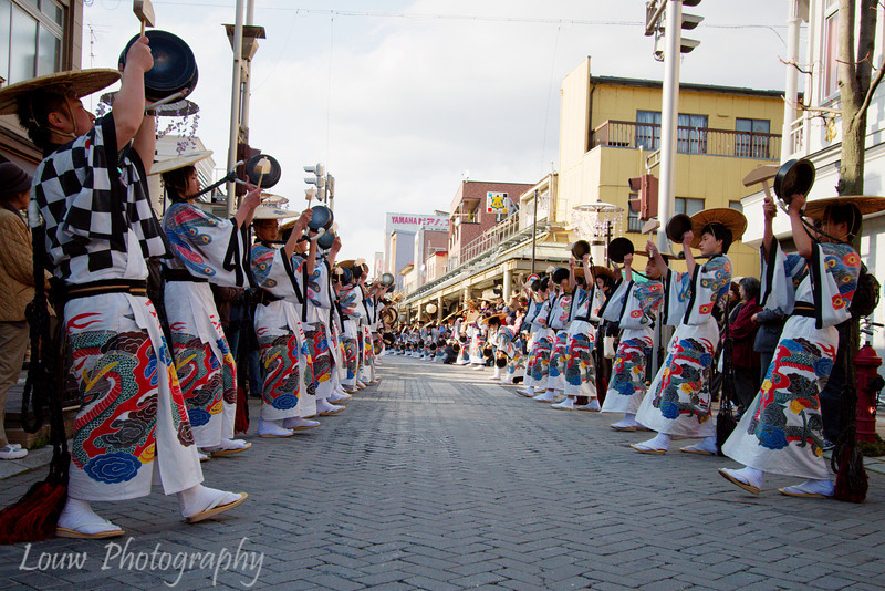 "Musicians at the <a target=""NEWWIN"" href=""http://en.wikipedia.org/wiki/Takayama_Festival"">Takayama Festival</a> procession, <a target=""NEWWIN"" href=""http://en.wikipedia.org/wiki/Takayama,_Gifu"">Takayama</a>, Japan"
