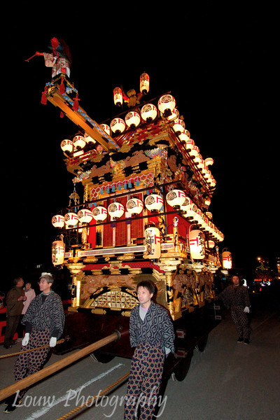 """Float lit up at night for the <a target=""""NEWWIN"""" href=""""http://en.wikipedia.org/wiki/Takayama_Festival"""">Takayama Festival</a>, <a target=""""NEWWIN"""" href=""""http://en.wikipedia.org/wiki/Takayama,_Gifu"""">Takayama</a>, Japan"""