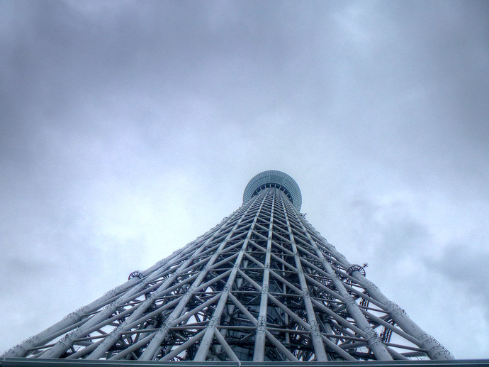 tokyo skytree cloudy
