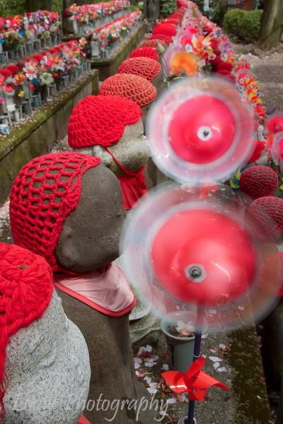 "Jizo statues at <a target=""NEWWIN"" href=""http://en.wikipedia.org/wiki/Z%C5%8Dj%C5%8D-ji"">Zojo-ji Temple</a>, Toyko, Japan"