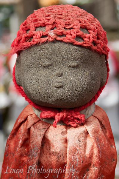 "Jizo statue at <a target=""NEWWIN"" href=""http://en.wikipedia.org/wiki/Z%C5%8Dj%C5%8D-ji"">Zojo-ji Temple</a>, Toyko, Japan"
